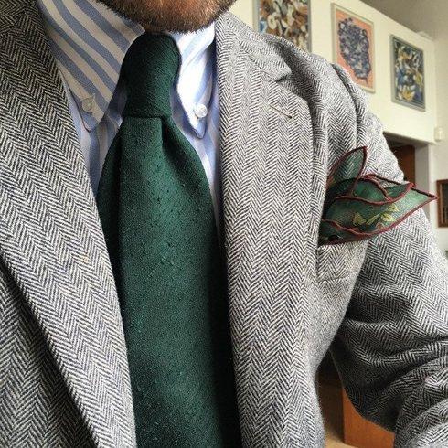Zielony krawat z szantungu bez podszewki